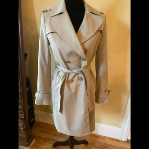 Tahari tan belted trench coat size xs